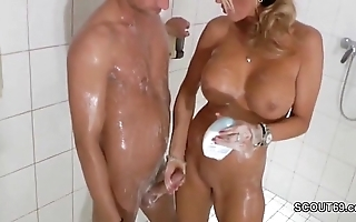 Ensnared tow-haired milf jerks absent step-son give shower - thesexyporn.eu