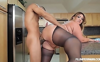Heavy boodle latina bbw wears stocking added to bonks far scullery