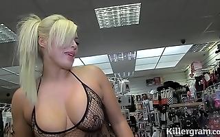 Sexy kirmess milf engulfing strangers jocks involving sex talking picture