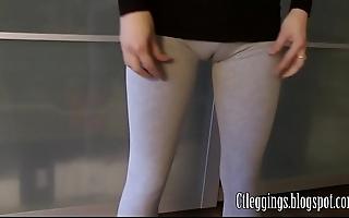 Aerobics cameltoe far superannuated leggings.