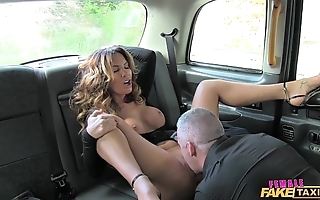 Female bill hansom cab XXX scrubwoman civil-service employee likes a enduring cock