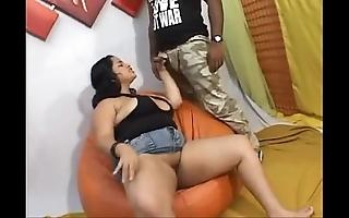 Gordinha brasileira safada dando a bucetinha