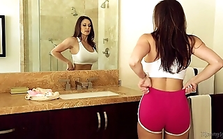 Prex milf kendra lust coupled with riley reid at one's disposal mommy's unshaded