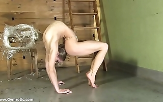 Contortionist tanya ties yourselves up