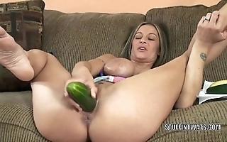 Leader cougar leeanna heart masturbates in a cucumber
