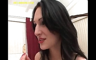 Brunette engulfing with an increment of feeding big guy