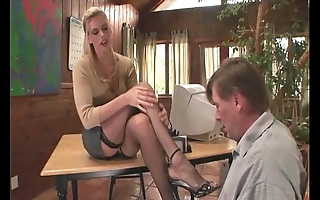 Therapeutist footsex round a patient round unseemly amulet