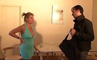 Bourgeoise se fais enculer sur daughter canapé lors d'un entretien d'embauche