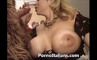 Italian porn capers - porno comico italiano matura scopa bodyguard