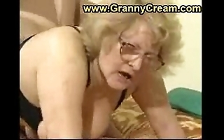 Beamy granny more glasses