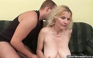 Senior progenitrix anent heavy confidential plus queasy pussy acquires facial