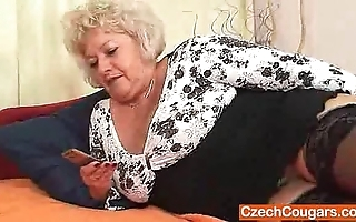 Big-breasted flocculent wet crack grandma
