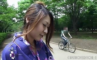 Sexy japanese geisha engulfing bushwa at hand a recall c raise toilet